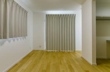 主寝室も含め全室のカーテンは本体価格にコミコミ